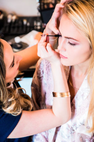 Available makeup artist - montreal!