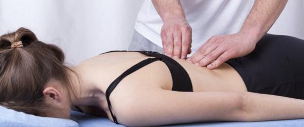Massage thérapeutique avec crayon d'acuponcteur à votre domicile...