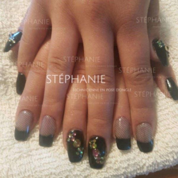 Stéphanie Technicienne en pose d'ongle