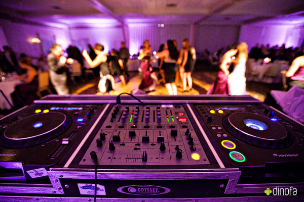 image annonce Disco Mobile Discomobile à Montréal Service de Discomobile (système de sons et éclairages) à 165 $.