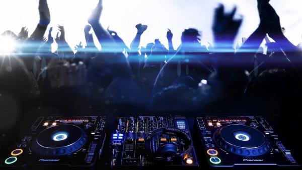 img annonce DJ Animation à Montréal Service de Dj et D'animation pour 370 $.