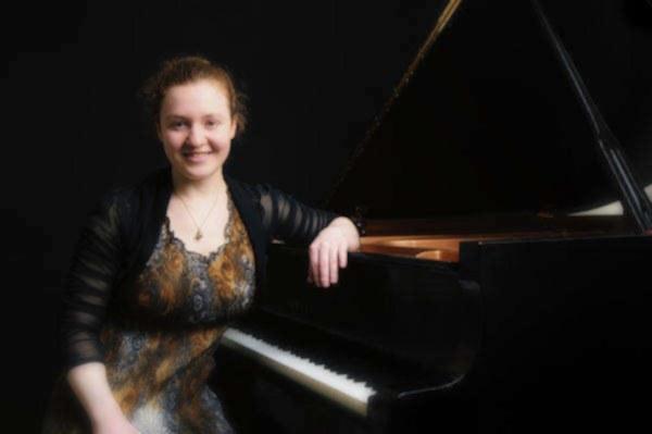 Amélie poupart l professeure de piano